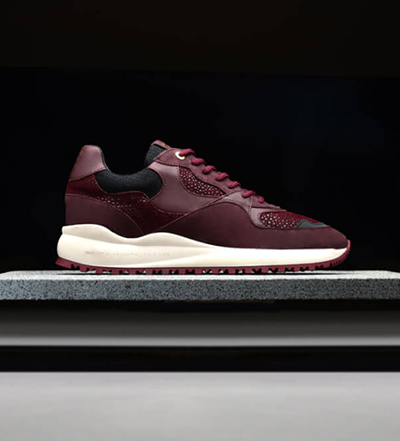 maroon-homme-shoe-placement